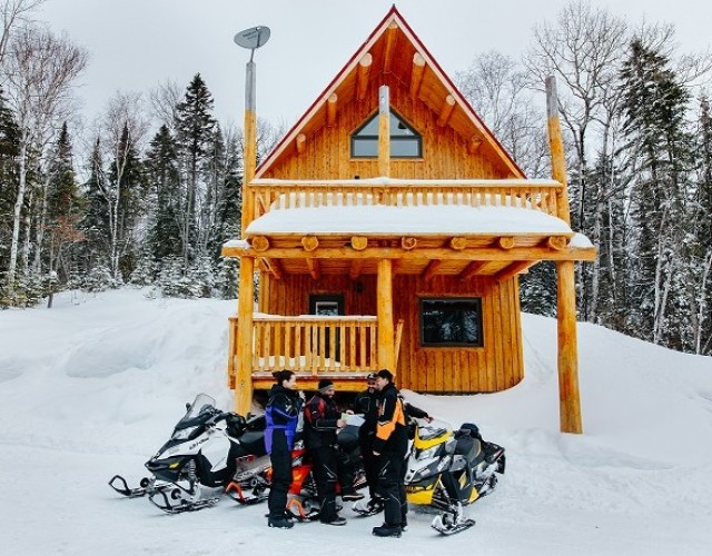 Going for a snowmobile ride : your checklist for an amazing journey!